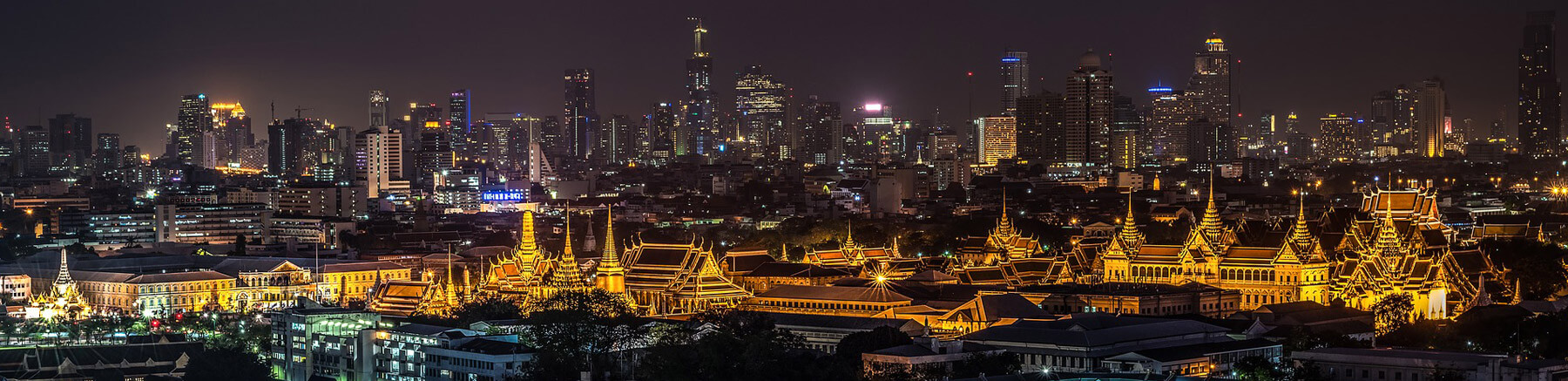 Night panoramic view ok Bangkok with Wat Phra Kaew in the foreground